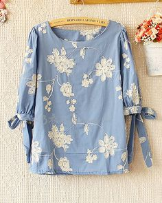 Love this top minus the ties on the sleeves. would drive me nuts as I sit at a desk all day Frock Fashion, Modest Fashion, Fashion Dresses, Pakistani Dresses Casual, Casual Dresses, Casual Outfits, Stylish Tops, Casual Tops, Kurta Designs