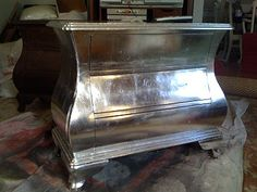 DIY Tutorial: How to apply silver leaf on furniture (here a dresser). Little Green Notebook: Silver Leaf Dressers Silver Furniture, Mirrored Furniture, Paint Furniture, Furniture Projects, Furniture Makeover, Home Projects, Recycled Furniture, Refinished Furniture, Furniture Dolly