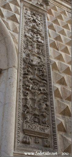 L'entrata del Palazzo dei Diamanti ( dettaglio laterale ), Ferrara, Emilia Romagna, Italia - The entrance to the Palazzo dei Diamanti (side detail), Ferrara, Emilia Romanga, Italy - Property and Copyrights of www.fedetails.net