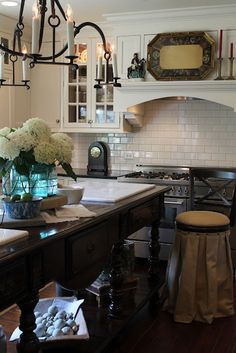 Garden, Home and Party: kitchen, dark vs. light counters