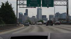 シアトルの街並。フリーウェイで空港ヘ向かう。