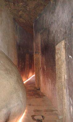 REGIÃO LITERÁRIA:   Ascelas tinham pequenas portas em que era necess...