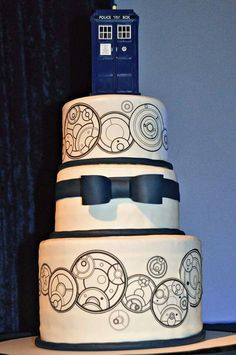 Our Doctor Who wedding cake    Weird World of My Mind   Pinterest     My amazing Doctor Who wedding cake  Date on top tier and our names on bottom
