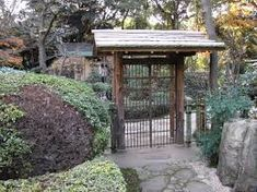 "A simple kido, or gate, leading to the roji-niwa (""dewy ground garden"") of a tea house, New Otani Gardens, Tokyo. Japanese Fence, Japanese Tea House, Japanese Landscape, Japanese Style, Parque Linear, Japanese Interior, Garden Buildings, Interior Garden, Peaceful Places"