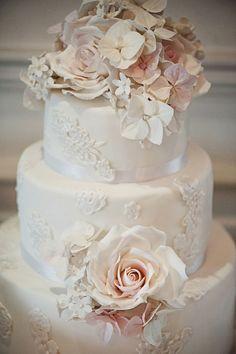 ADORED VINTAGE: 10 Vintage Inspired Wedding Cakes + Vintage Wedding Cake Toppers