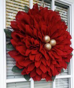 This Pointsettia Christmas Wreath is so beautiful!
