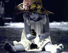 l'enfant et la rose - POUR LE PLAISIR DES… - BEBES - Bébés - Pour le plaisir des… - DE SI JOLI BEBES - ANNES GEDDES - ...