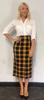 pleated midi skirt in shimmering plaid - Google Search Midi Rock Outfit, Midi Skirt Outfit, Pleated Midi Skirt, Skirt Outfits, Work Outfits, Holly Willoughby Outfits, Holly Willoughby Style, Holly Willoughby This Morning, Smart Casual Outfit
