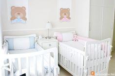Quarto de bebê gêmeos casal nas cores azul e rosa tema ursos