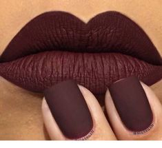 Amazing burgundy lips and nails - Miladies.net Lip Makeup, Makeup Cosmetics, Beauty Makeup, Beauty Tips, Beauty Products, Garra, Kylie Jenner Lipstick Mac, Mac Eyeshadow Dupes, Berry Lipstick