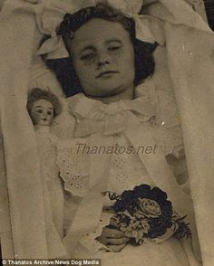 Post-mortem photographs of dead children helped parents recover from bereavement | Daily Mail Online