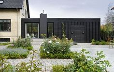 Smuk arkitekttegnet tilbygning i træ. Future House, My House, Wooden Cladding, Bungalow House Plans, House Extensions, Architect Design, Building A House, Beautiful Homes, New Homes