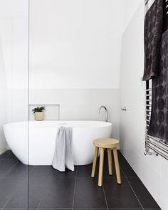 My ideal home is your daily source of interior design, architecture, home ideas and interior inspirations. Bad Inspiration, Decoration Inspiration, Bathroom Inspiration, Interior Design Inspiration, Home Interior, Bathroom Interior, Modern Bathroom, Simple Bathroom, White Bathroom