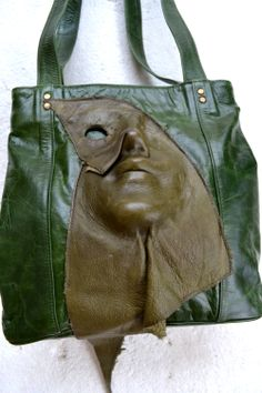 I think the Venus de milo leather ARTBAG  represent aspects of the philosophy of Ancient Greece, according to which humans are an example of perfection in nature.Human body had, in their perception, perfect sizes and proportions.Greek statues are very realistic and detailed and they mainly show characters who are dominated by features such as calm, balance and serenity.Physical beauty and the harmony of the body suggests the beauty of the soul and moral.balance.  www.iggyarts.com