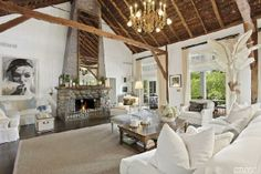 Town and Country Real Estate - Remsenburg #TownandCountry #LivingRoom #HomeDecor