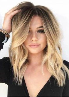Are you going to balayage hair for the first time and know nothing about this technique? We've gathered everything you need to know about balayage, check! Blonde With Dark Roots, Brown Blonde Hair, Blonde Ombre Hair Medium, Blonde Honey, Sandy Blonde, Honey Hair, Blonde Brunette, Mexican With Blonde Hair, Asians With Blonde Hair