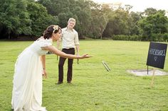 The best wedding lawn games. Read more - http://www.hummingheartstrings.de/?p=11463, Photo:  Photography & Art by Beulah