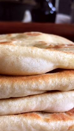 Te mostramos cómo hacer Pan Pita tipo Griego, ideal para preparar un exquisito Souvlaki, hacer un sandwich, con un dip o directamente comerlo solo! Bread Bun, Pan Bread, Bread Cake, Challah Bread Recipes, Pan Dulce, Bread And Pastries, I Love Food, Cooking Recipes, Pizza Recipes
