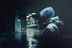 Karanlık tek dostun. Bırak da seni kandırsın...                                                ~Nehir.