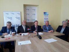 VIDEO   ALDE Pașcani intră în organizare pentru alegerile europarlamentare Frame, Home Decor, Picture Frame, Decoration Home, Room Decor, Frames, Home Interior Design, Home Decoration, Interior Design