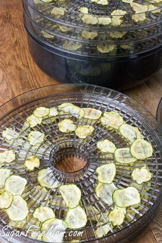 Low carb snacking at it's best. Crunch on these salt and vinegar zucchini chips! Weight Loss Meal Plan, Healthy Weight Loss, Low Carb Recipes, Cooking Recipes, Healthy Recipes, Dehydrated Food, Dehydrated Zucchini Chips, Veggie Chips, Dehydrator Recipes