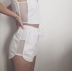 Image about fashion in Outfits by Flower crowns Sport Outfit, Sport Wear, Mode Lookbook, Sport Fashion, Womens Fashion, Normcore, Fashion Details, Fashion Design, Fashion Trends