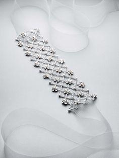 Pin for Later: Hochzeitskleider, die eure innere Braut begeistern werden White by Vera Wang Fall Collection