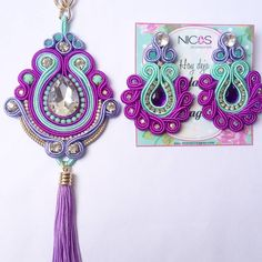 "116 Me gusta, 17 comentarios - Nicos Accesorios (@nicosaccesorios) en Instagram: ""Que te parece este juego de Medallón y Zarcillos? #nicosaccesorios #soutachevenezuela #soutache…"" Beaded Tassel Earrings, Soutache Jewelry, Bead Jewellery, Crochet Earrings, Handmade Beads, Handmade Necklaces, Handmade Jewelry, Soutache Tutorial, Imitation Jewelry"