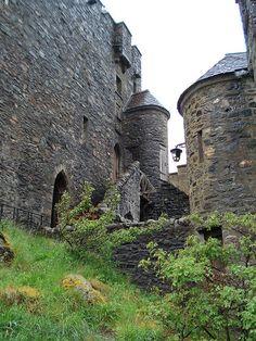 Scotland Castles, Scottish Castles, Castle Ruins, Medieval Castle, Beautiful Castles, Beautiful Buildings, Abandoned Castles, Abandoned Places, Places To Travel