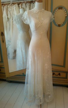 Vintage Style Wedding Dresses, Vintage Bridal, Dream Wedding Dresses, Bridal Dresses, Vintage Dresses, Vintage Wedding Inspiration, Vintage Bride Dress, Vintage Wedding Photos, Vintage Weddings