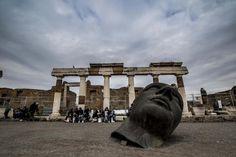 La mostra di Igor Mitoraj agli scavi di Pompei.