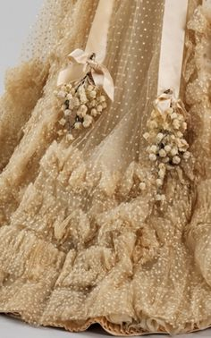 this is attached to the most scruptious vintage wedding gown!