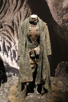Look at the layers, and different colors and fabrics. Garb should look like this. Like someone's regular clothing that they wear every day. Apocalypse Costume, Apocalypse Fashion, Historical Costume, Historical Clothing, Larp, Post Apocalyptic Fashion, Post Apocalyptic Clothing, Mad Max, Dystopia Rising