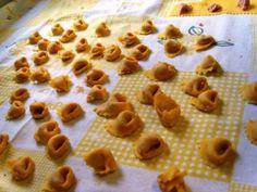 Corsi di cucina per celiaci Roma - Nella nostra scuola di cucina per celiaci a Roma realizzerai pane, pasta, pizza e quant'altro 100% senza glutine. Il nostro chef Emanuele, anche lui celiaco, ha studiato per anni ricette che si avvicinano a tal punto ai cibi con glutine da darvi lo stesso gusto dei cibi che mangiano tutti. Vieni a scoprire il suo corso su http://www.corsidicucinaroma.it Ti aspettiamo ;-)