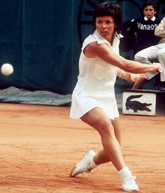 Billie Jean King 1943 - One of the greatest female athletes, Billie Jean King was one of the greatest female tennis champions who battled for equal pay for women. She won 67 professional titles including 20 titles at Wimbledon. Sports Personality, Tennis Players Female, Billie Jean King, Sport Tennis, Tennis Stars, Tennis Clothes, Badass Women, Women In History, Sports Illustrated