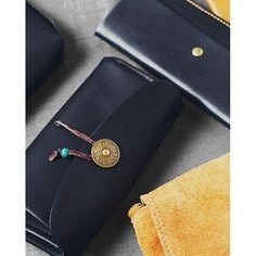 Farbenfrohe und verspielte Accessoires mit viel Liebe zum Detail! Finde bei ImiLoa Hippie & Bohemian Taschen, Schmuck, Tücher, Schuhe und vieles mehr.
