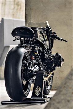 Beautiful Bavarian Fistfighter Custom BMW R nineT Cafe Racer Tank, Ducati Cafe Racer, Cafe Racer Motorcycle, Motorcycle Design, Bike Design, Custom Bmw, Custom Cars, Custom Motorcycles, Custom Bikes