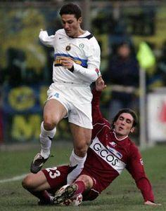 Inter, Milan y la fuerza de los goles  Zanetti avanza ante Modesto Austria, Running, Sports, Tops, Fashion, Strength, Hs Sports, Moda, Fashion Styles