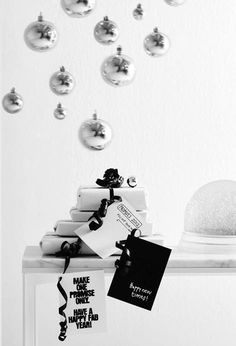 #Christmas #gift #wrapping #black #white
