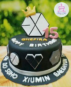 EXO Cake Sweet 16 Birthday, Happy Birthday Cakes, Exo Birthdays, Sailor Moon Cakes, Cute Desserts, Sweet Cakes, Fondant Cakes, Themed Cakes, Kpop Exo