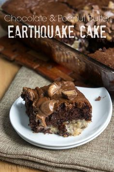 Chocolate Peanut Butter Earthquake Cake: Today is a great day. It's Chocolate Peanut Butter Day! So what exactly does that mean? Well, it means you are about to be blown away by chocolate and peanut butter recipes (never a bad . Peanut Butter Desserts, Köstliche Desserts, Chocolate Peanut Butter, Delicious Desserts, Yummy Food, Chocolate Cake, Peanut Butter Fudge Cake, Chocolate Chips, Sweet Recipes