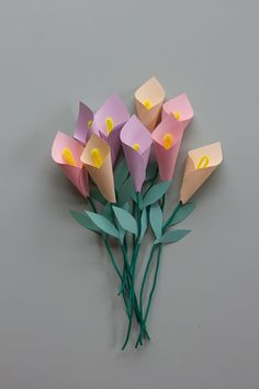 Learn How to Make these Paper Calla Lillies — Clever Poppy Learn How to Make these Paper Calla Lillies — Clever Poppy DIY Paper Flower Bouquet Paper Bouquet Diy, Flower Bouquet Diy, Diy Flowers, Diy Paper, Paper Crafts, Vintage Flowers, Diys With Paper, Diy Gifts Paper, Flower Diy