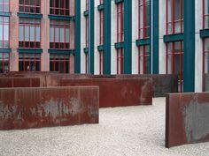 Maastricht,_Bonnefantenmuseum,_Richard_Serra,_Hours_of_the_Day_(1990).jpg 770×578 pixels