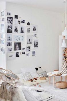 Créez un mur de photos avec des languettes adhésives Room Ideas Bedroom, Bedroom Wall, Pictures On String, Exposition Photo, Interior Design Inspiration, Picture Wall, Gallery Wall, House Design, Frame