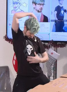 OMG JACKSEPTICEYE IS WEARING A REAPER SHIRT FROM OVERWATCH !!!!! :D