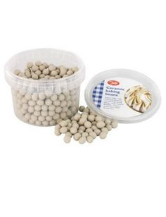 Be the star baker with these ceramic baking beans. Designed to help prevent blistering and shrinkage during baking, these heat-resistant beans will help you bake the perfect pie over and over.
