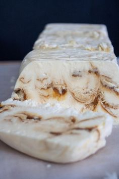 Vanille parfait met gezouten karamel High Tea, Sorbet, Camembert Cheese, Creme, Recipies, Dairy, Menu, Yummy Food, Cookies