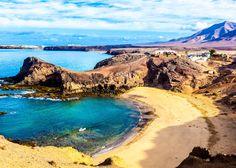 Lavaformationen und schwarze Strände - das Sinnbild Lanzarotes. Wie ein Urlaub auf der kanarischen Insel aussehen könnte, erfahrt ihr hier.