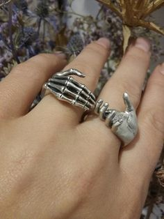 Hand Jewelry, Cute Jewelry, Jewelry Accessories, Puzzle Ring, Grunge Jewelry, Silver Shop, Accesorios Casual, Hand Ring, Mode Outfits