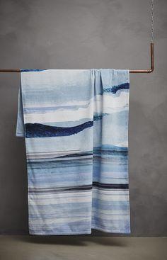 """Drap de plage ESSENZA """"MOOA"""" Bleu - Nouvelle collection ESSENZA de draps de plage éponge velours 100% coton www.lacompagniefrancaise.com"""